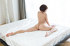 Sitting Nude On Bed Short Hair Bare Feet